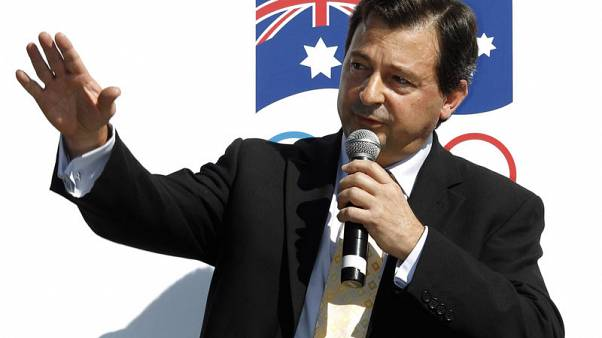 Luminaries call for Cricket Australia chairman to resign