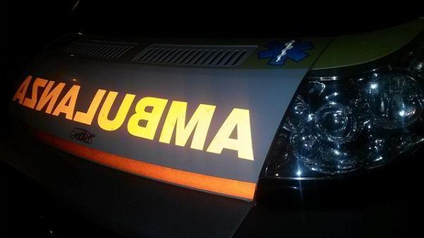 Mezzi soccorso contro camion, 5 feriti