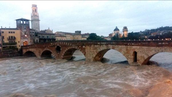 Maltempo: Verona, in atto piena Adige