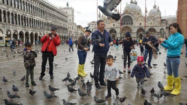 Maltempo: San Marco invasa da turisti