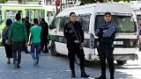 أشهر شارع في تونس يستعيد الحياة بشكل عادي ويكتظ بالزوار بعد يوم من التفجير