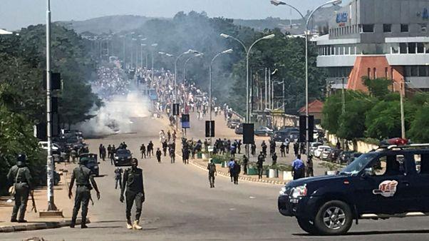 جماعة: شرطة نيجيريا تطلق النار على محتجين شيعة ومقتل شخص