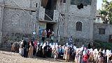 معلم يمني يحول منزله إلى مدرسة لنحو 700 تلميذ