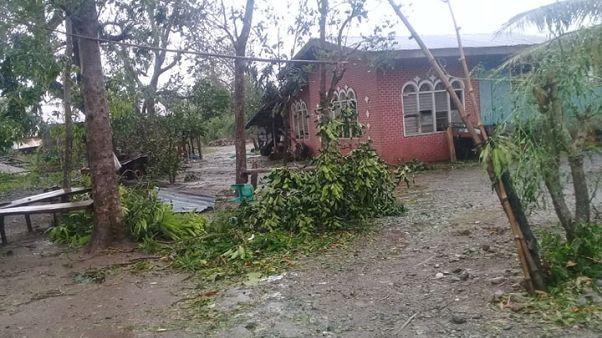 إعصار يسبب انهيارات أرضية في الفلبين ومقتل 4 على الأقل