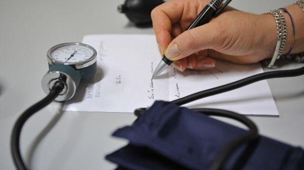 Vendeva falsi certificati medici, preso