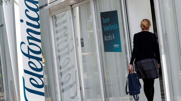 Spain's Telefonica third quarter core profit falls 1.4 percent to four billion euros