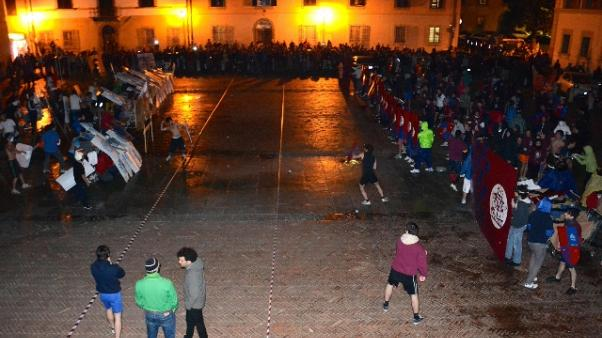 'Guerra' gavettoni tra universitari Pisa