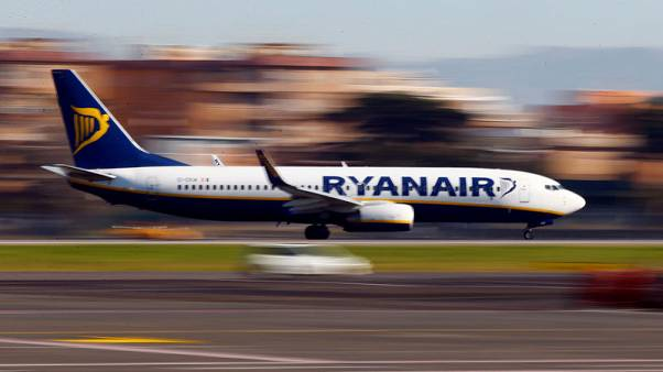 Italy antitrust suspends new hand luggage policy at Ryanair, Wizz Air