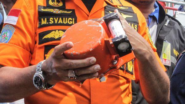 انتشال أحد الصندوقين الأسودين من حطام الطائرة الإندونيسية المنكوبة
