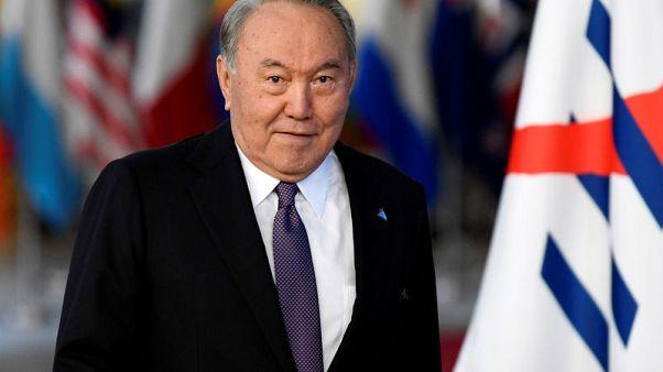 رئيس قازاخستان يدعو العاهل السعودي وولي العهد لزيارة بلاده