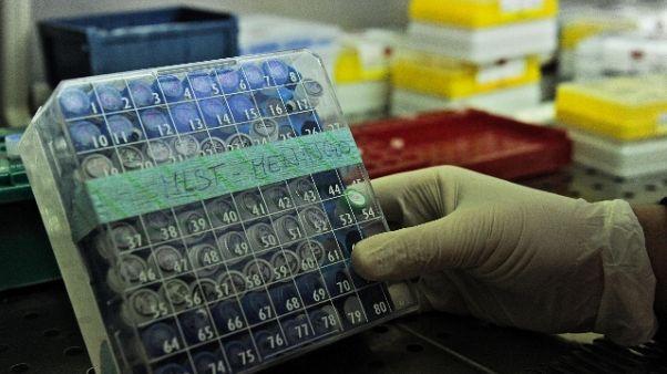 Bimbo morto meningite, indagati 5 medici