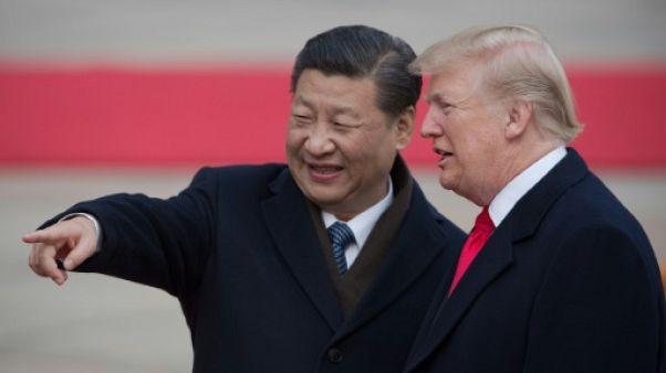 """Commerce: Trump a eu une """"très bonne"""" conversation téléphonique avec le président chinois"""