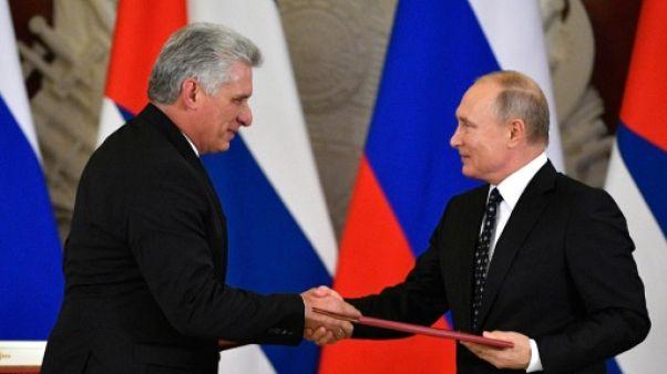 """Au Kremlin, Poutine et le président cubain réaffirment leurs liens d'""""alliés stratégiques"""""""