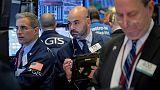 الأسهم الأمريكية تغلق منخفضة متأثرة بتوقعات مخيبة للآمال من أبل