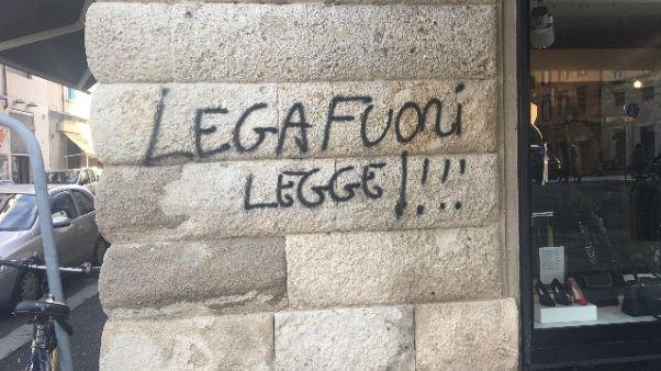 'Lega fuorilegge', scritte a Livorno