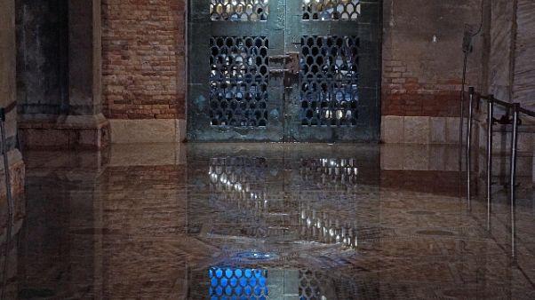 Venezia: acqua alta a 105 cm