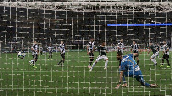 Late free kick gives Palmeiras 3-2 win over Santos