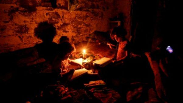 Après des années dans le noir, Gaza retrouve un peu de lumière
