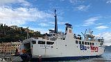 Traghetto porta gas a Portofino isolata