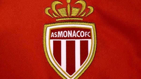 Logo de l'ASM brodé sur le maillot de l'équipe de Monaco, le 6 août 2015