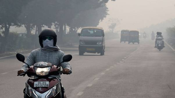 Indian capital under cloud of smog as pollution level jumps
