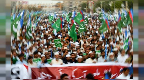 Pakistan : Imran Khan dans la tourmente après l'accord avec des islamistes sur Asia Bibi