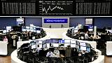 أسهم أوروبا تتراجع بفعل القلق من أسعار الفائدة والنزاع التجاري