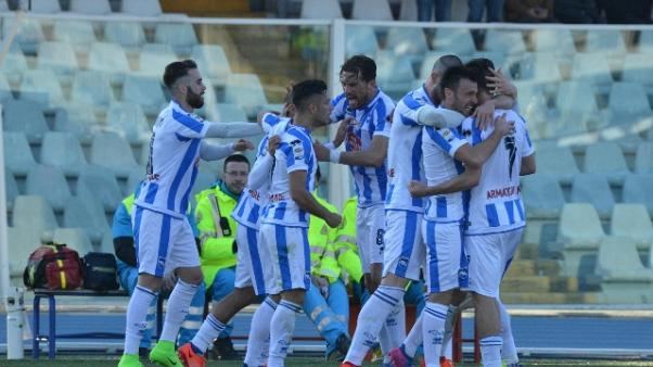 Calcio: Pescara-Lecce 4-2