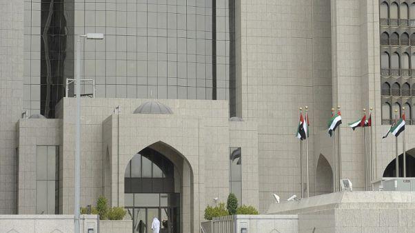 مركزي الإمارات يتوقع تسارع النمو في 2019 ولا أثر ملموسا من عقوبات إيران