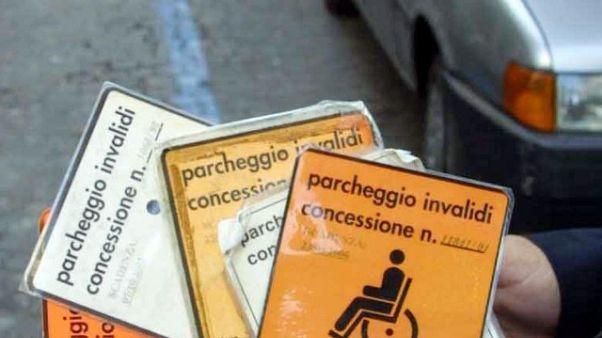 'Corriere' con pass disabili, preso