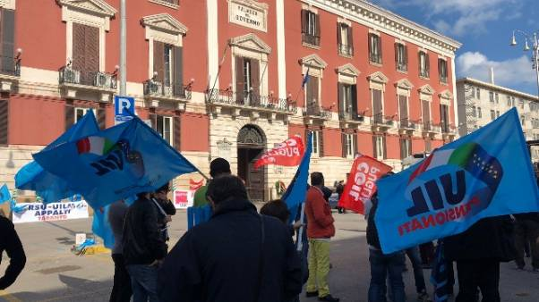 Amianto: sit-in sindacati in Puglia