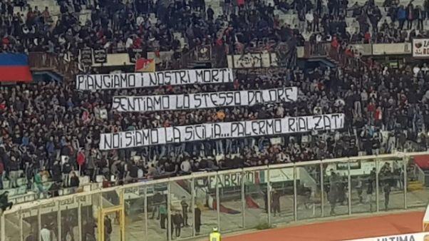 Calcio: Catania 'onora' vittime Palermo