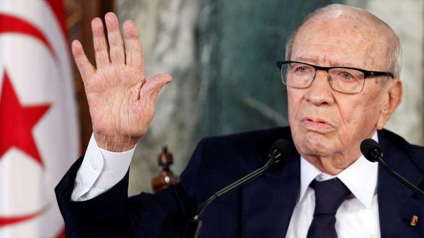 الرئيس التونسي يقبل تعديلا وزاريا في تهدئة للأزمة السياسية