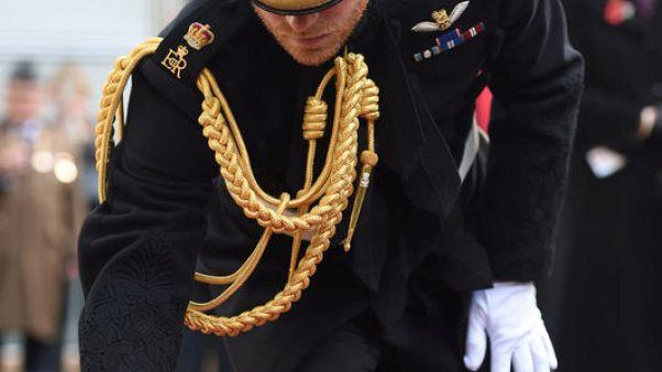 الأمير هاري يغرس صليبا بكنيسة وستمنستر إحياء لذكرى ضحايا الحرب العالمية الأولى