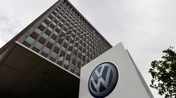 فولكسفاجن ودايملر توافقان على دفع تكلفة إصلاحات للسيارات التي تعمل بالديزل