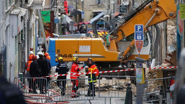 العثور على جثة سابعة تحت أنقاض مبنيين منهارين في مرسيليا بفرنسا