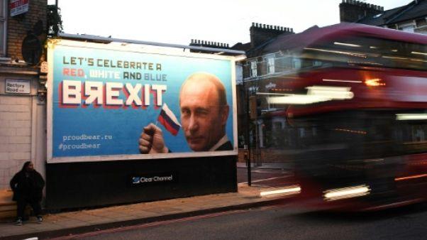 """A Londres, des affiches pour """"célébrer"""" le rôle de la Russie dans le vote du Brexit"""