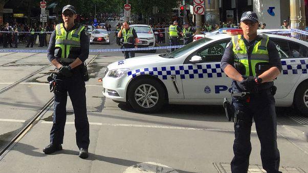 مقتل رجل وإصابة اثنين طعنا في هجوم إرهابي في استراليا