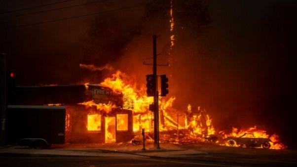 Le nord de la Californie dans les flammes: des milliers d'évacuations