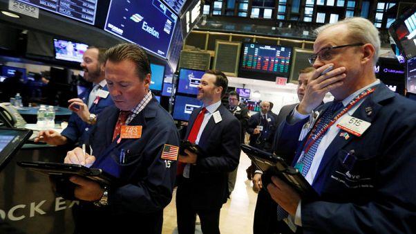 وول ستريت تغلق على هبوط بسبب بيانات صينية وأسعار النفط