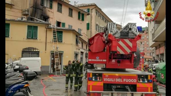 Incendio in edificio a Roma, feriti