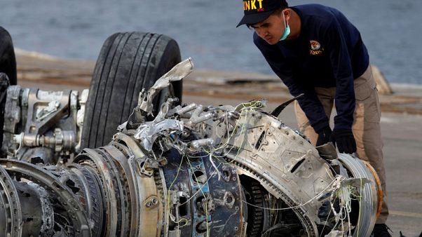 إندونيسيا توقف البحث عن ضحايا حادث تحطم طائرة ليون إير