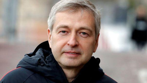 وصول ملياردير روسي إلى موسكو بعد الاشتباه به في قضية فساد في موناكو