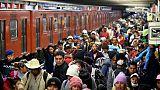 """Des migrants de la """"caravane"""" dans le métro de Mexico, le 10 novembre 2018"""