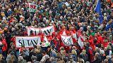 آلاف يتظاهرون في تورينو تأييدا لمشروع خط للقطارات بين إيطاليا وفرنسا