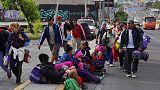 مهاجرون من أمريكا الوسطى يستأنفون مسيرتهم صوب حدود أمريكا