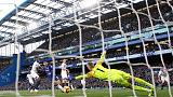 Chelsea held 0-0 by Everton, lose ground in title race