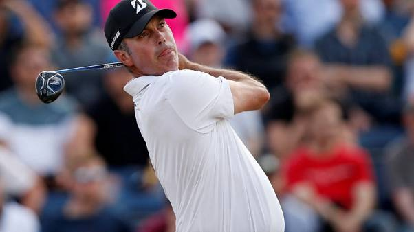Kuchar hangs on to defeat Lee by one in Mexico