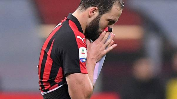 Soccer - Higuain apologises for sending off in Juve defeat