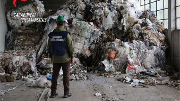 Noe sequestra 60 tonnellate di rifiuti